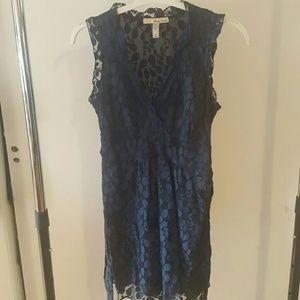 V neck lace dress with belt